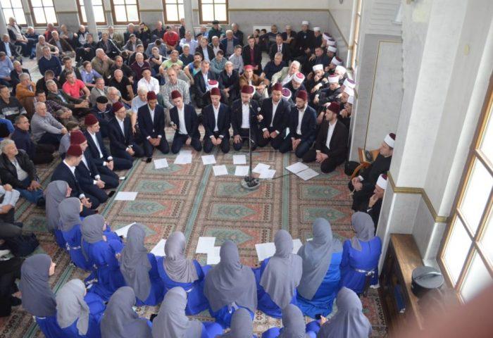 Hor Medrese proučio mevlud u Gradskoj džamiji u Zavidovićima
