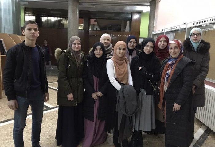 Učenici i učenice Medrese na Svečanosti povodom Međunarodnog dana arapskog jezika