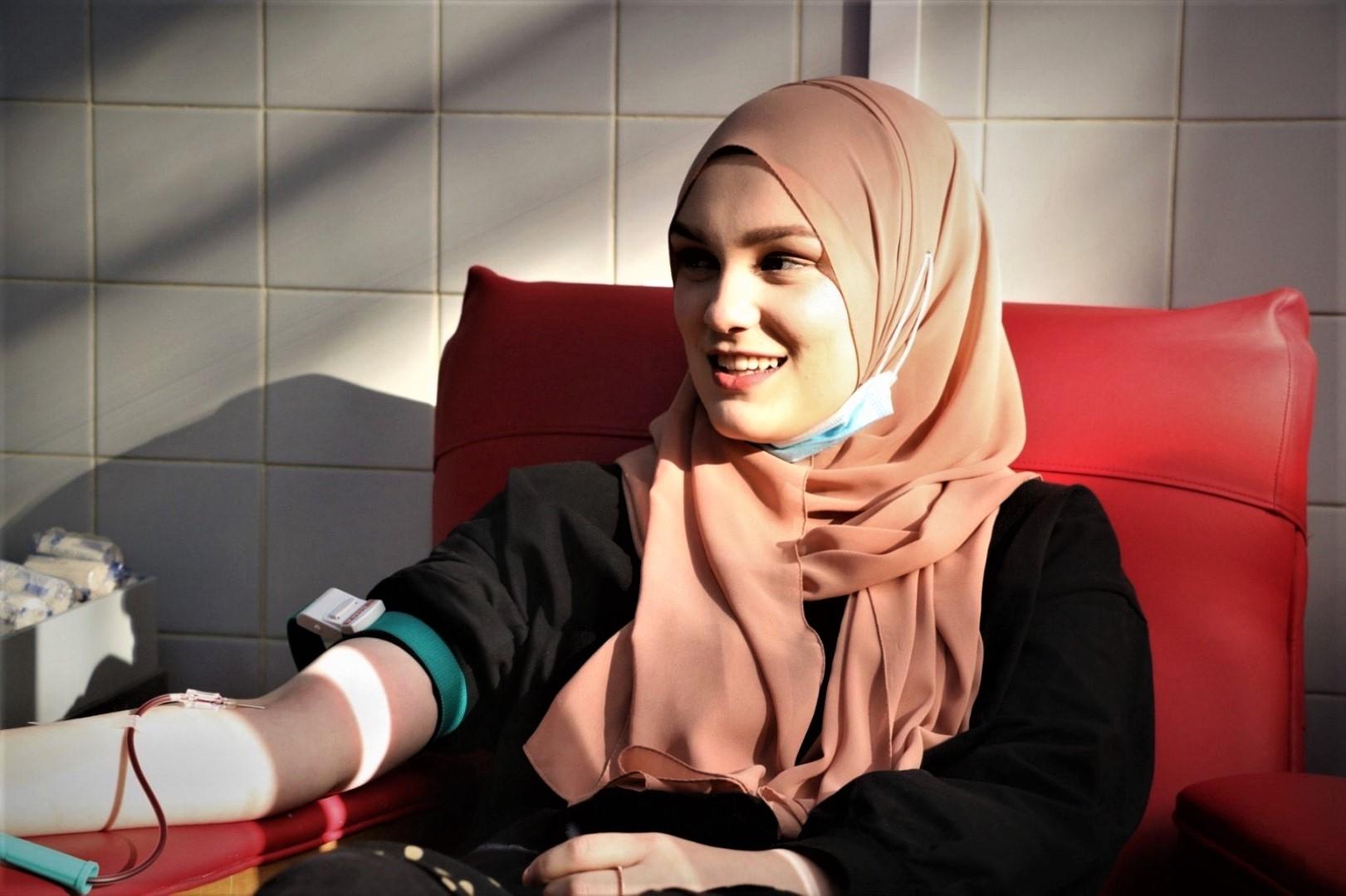 Učenice četvrtog razreda Gazi Husrev-begove medrese učestvovale u akciji dobrovoljnog darivanja krvi