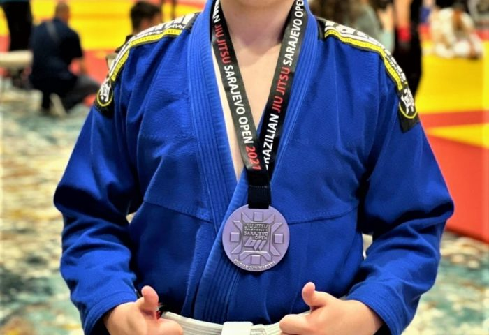 Učenik Muhamed Maglić osvojio srebrenu medalju na međunarodnom turniruu brazilskoj jiu jitsue