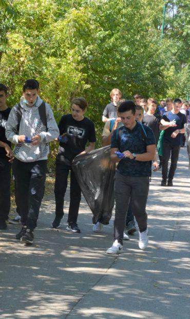 Učenici Gazi Husrev-begove medrese u akciji čišćenja od Bentbaše do Kozije ćuprije