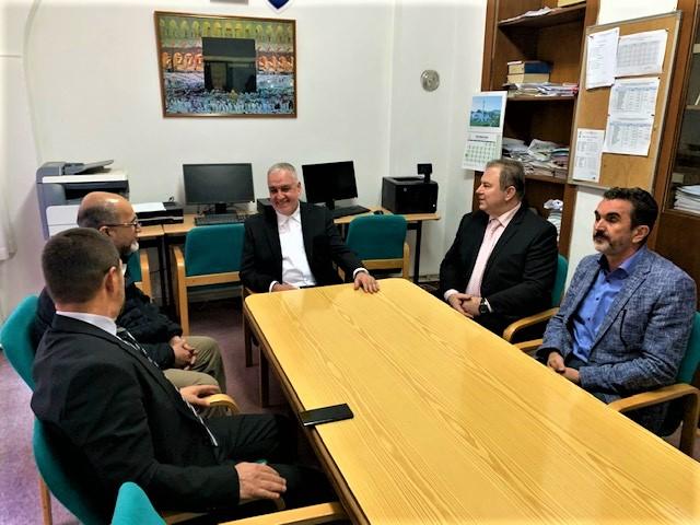 Reisu-l-ulema Islamske zajednice u Bosni i Hercegovini dr. Husein-ef. Kavazović i dr. Muhammed Ismail el-Ensari, generalni direktor humanitarne organizacije En-Nedžat iz Kuvajta posjetili žensko odjeljenje Gazi Husrev-begove medrese